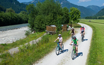 Road-cycling-and-mountain-biking